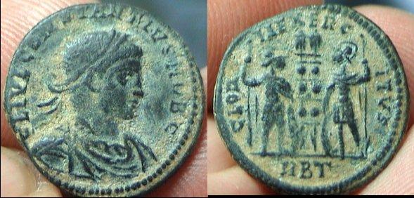 AE3 de Constancio II. GLORIA EXERCITVS. Roma _rome_RIC_vII_337